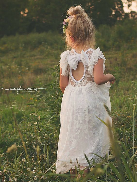 Must-See Flower Girl Photo sooo cute