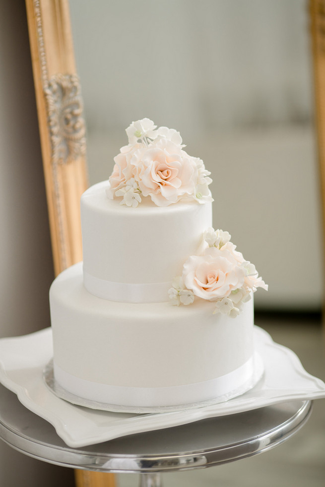 18 Simple White Wedding Cakes Ideas For Your 2019 Wedding Page 2
