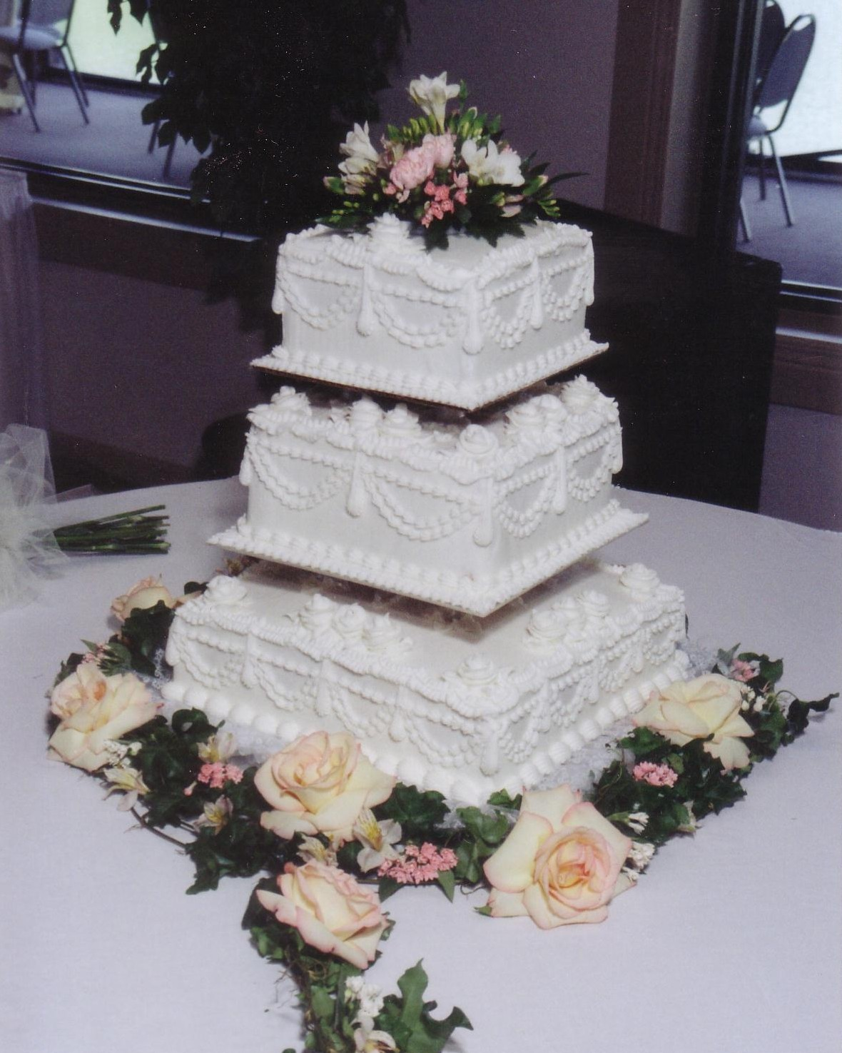 16 Unique And Eye Catching Square Wedding Cake Ideas Page 2 Of 2 Chicwedd