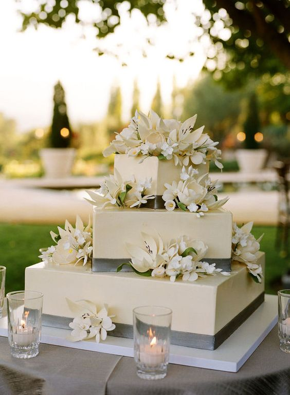 16 Unique and Eye-catching Square Wedding Cake Ideas