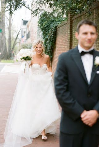 20 Must-have Sweet Wedding Photos with Your Groom