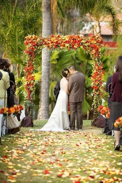 Outdoor Fall Wedding arch Decor Ideas