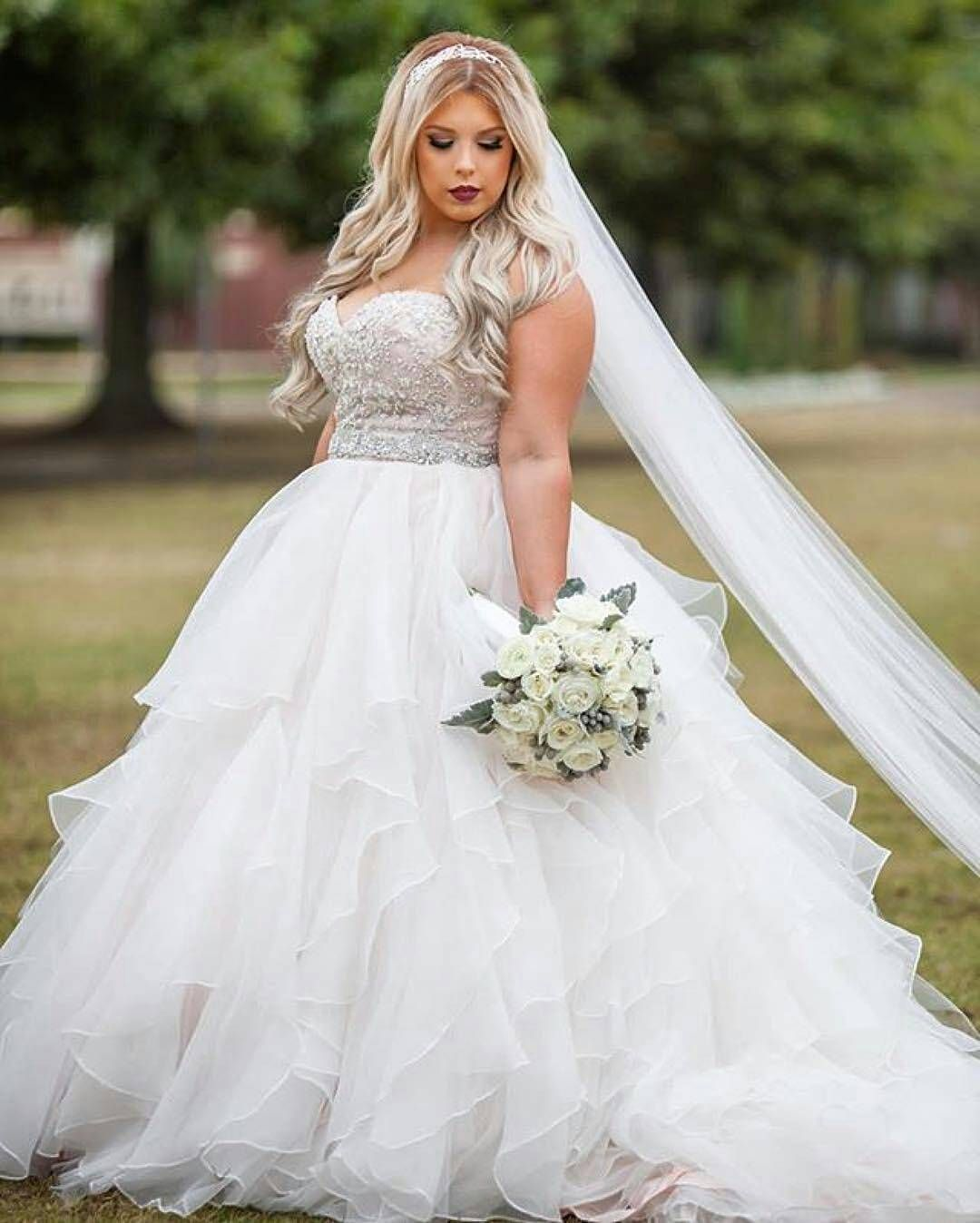 18 Romantic And Eye-catching Plus Size Wedding Dresses