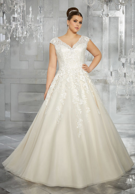 18 Romantic and Eye-catching Plus Size Wedding Dresses ...