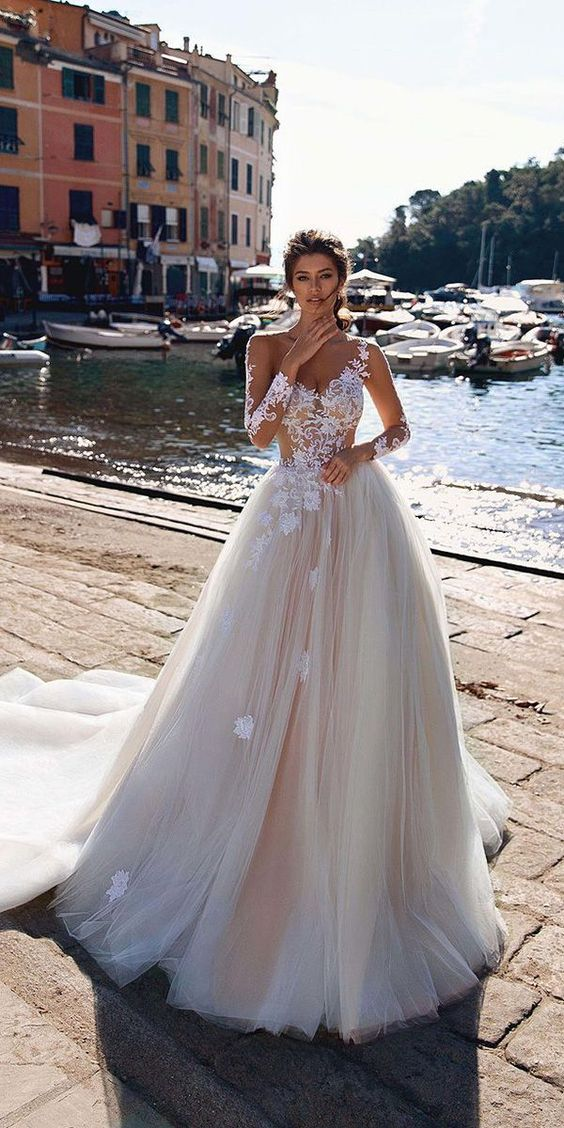 Beach Wedding Dresses Ideas to Stand Out!
