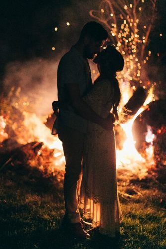 Creative and Romantic Wedding Kiss Photos You Can't Miss