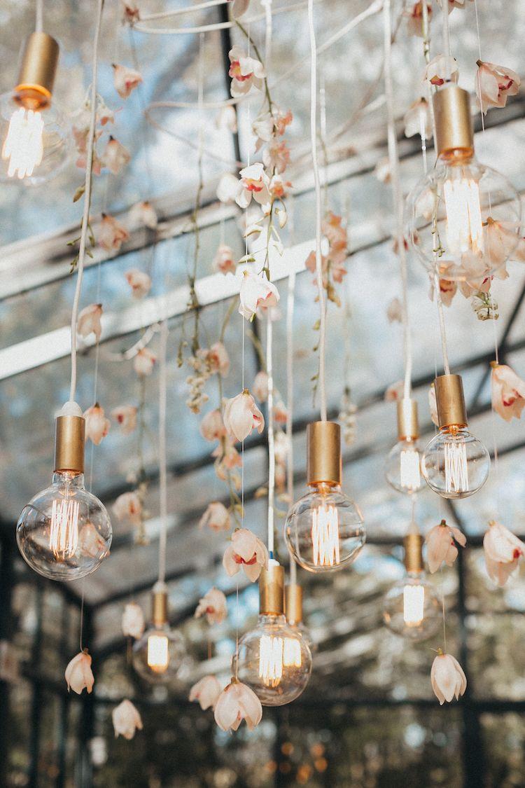 Chic and Romantic Wedding lightings Ideas