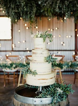 Green and White Wedding Decoration Ideas