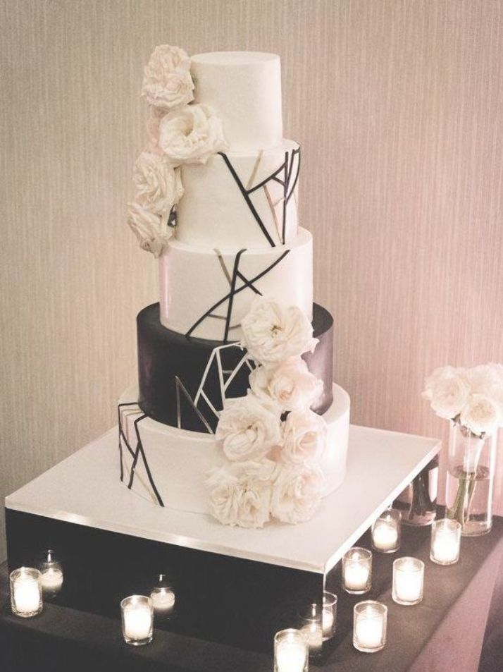 The Trendiest Black and White Wedding Cake Ideas