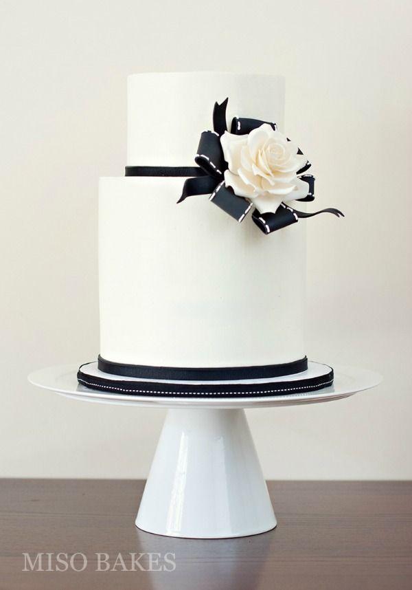gorgeous black and white wedding cakes